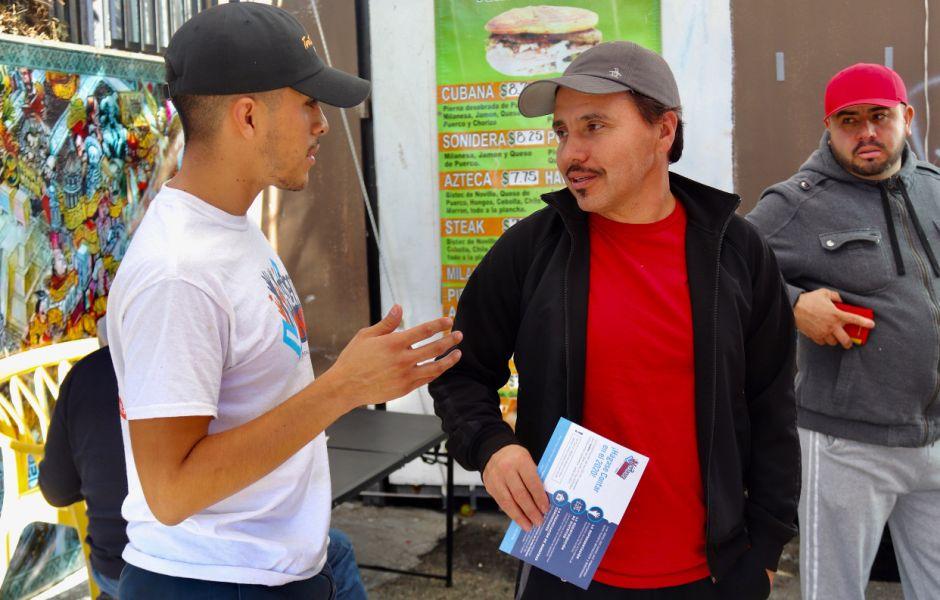 Voluntarios y embajadores alientan a la comunidad a participar en el Censo