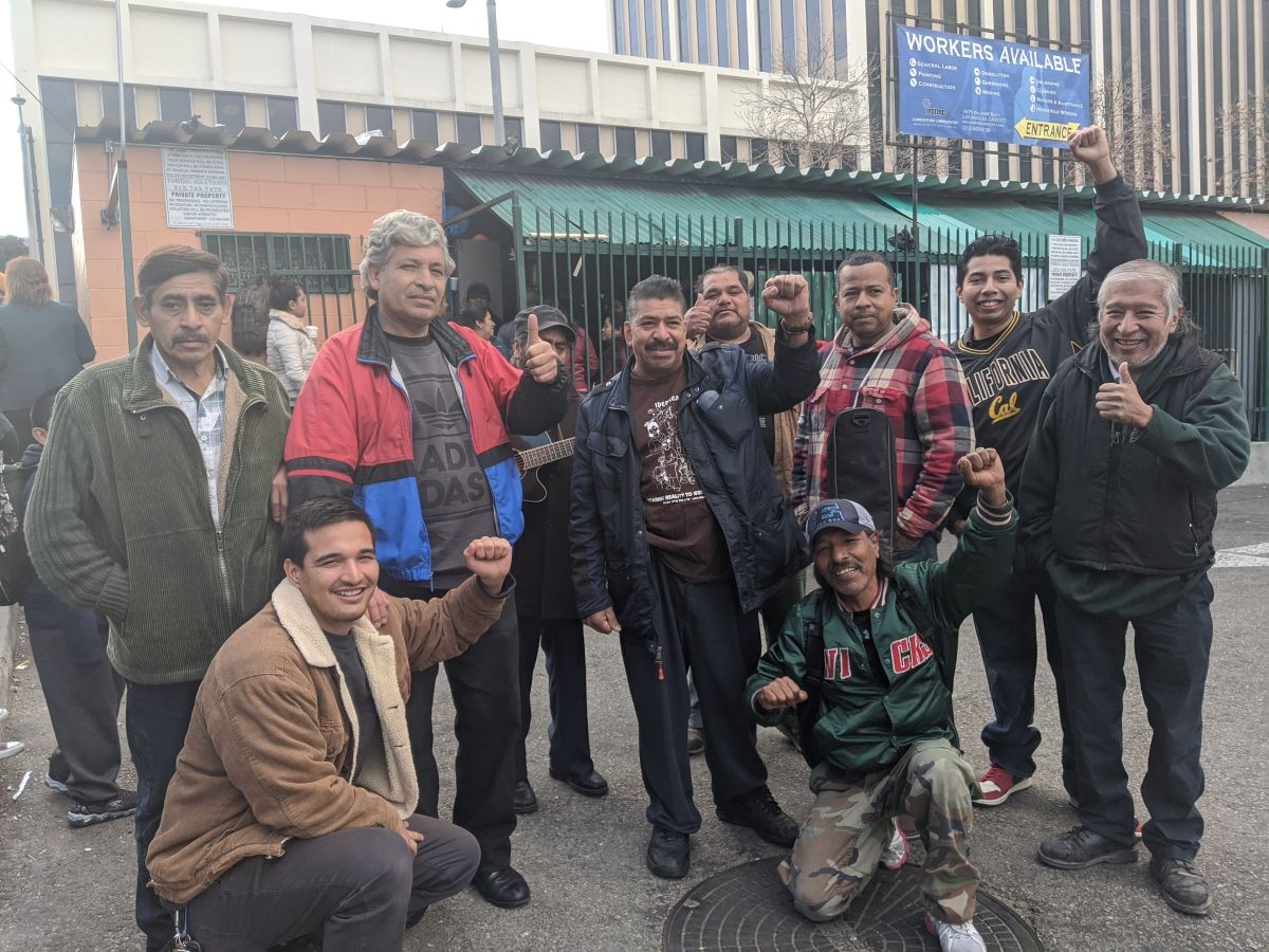 'Criminalizan' a los jornaleros para desalojarlos de un centro laboral