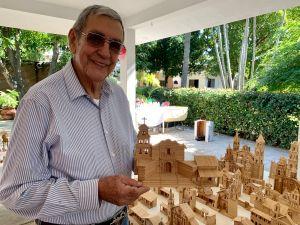 Mexicano construye las Misiones de California a puro palillo de dientes
