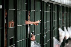 California dejará en libertad a 8,000 reclusos para tratar de detener propagación del coronavirus
