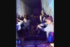 Interceptan un tráiler cargado con 63 inmigrantes indocumentados de 8 países