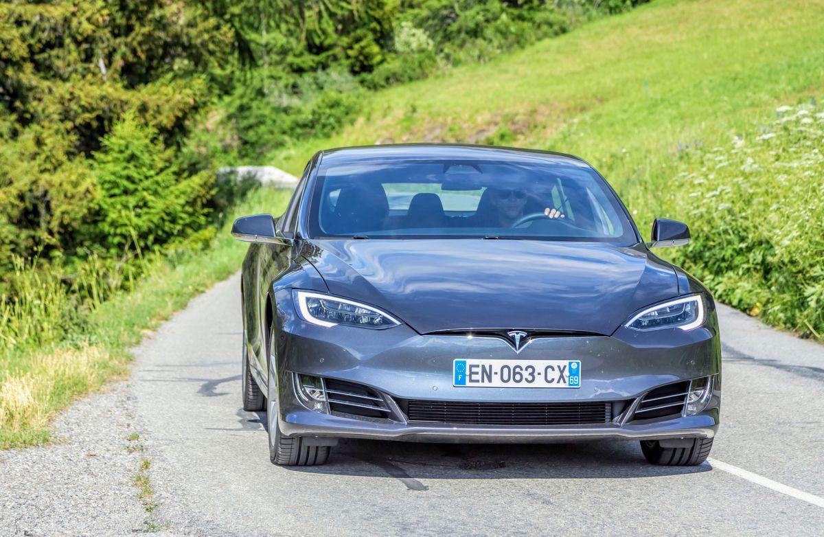 Al igual que Fiat Chrysler, Tesla planea crear autos especiales para el mercado chino