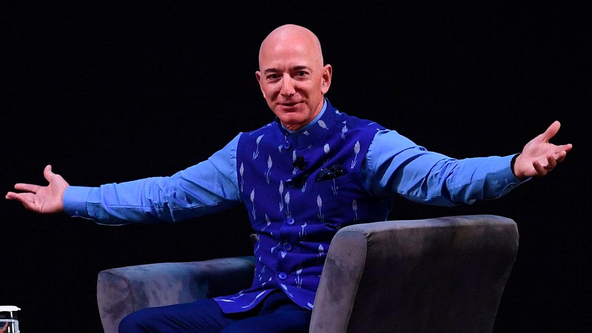 Las acciones de su empresa subieron de precio, lo que benefició al súper millonario.