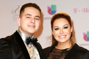 Fan de Lorenzo Méndez acusa a Johnny, hermano de Chiquis Rivera, de los supuestos problemas entre la pareja