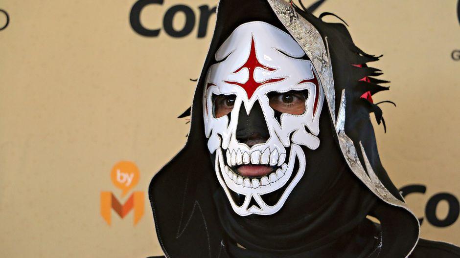 Luchador se tatuó la máscara de La Parka en honor al ídolo fallecido