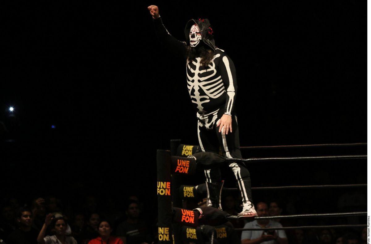 ¡El infierno le rinde tributo a la Parka! Los Diablos Rojos del Toluca presentaron una playera para recordar al luchador mexicano