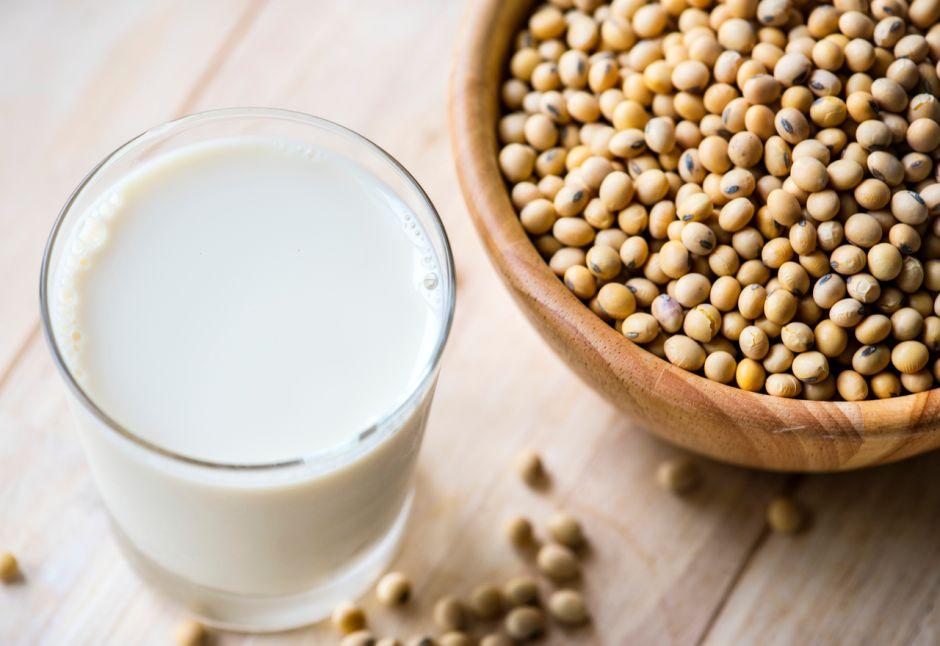 ¿Por qué la leche de soya es la mejor de las leches vegetales?