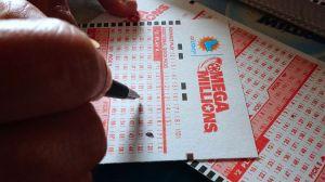 Gritó de emoción por ganar la lotería, pero los vecinos creyeron que era un asalto y llamaron a la policía
