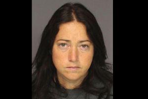 Maestra acusada de tener sexo con 6 estudiantes en Nueva Jersey, se declara culpable