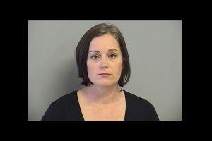 Maestra arrestada por tener un trío sexual con un estudiante y otra maestra