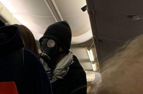 Hombre con máscara de gas causa pánico en vuelo de Texas