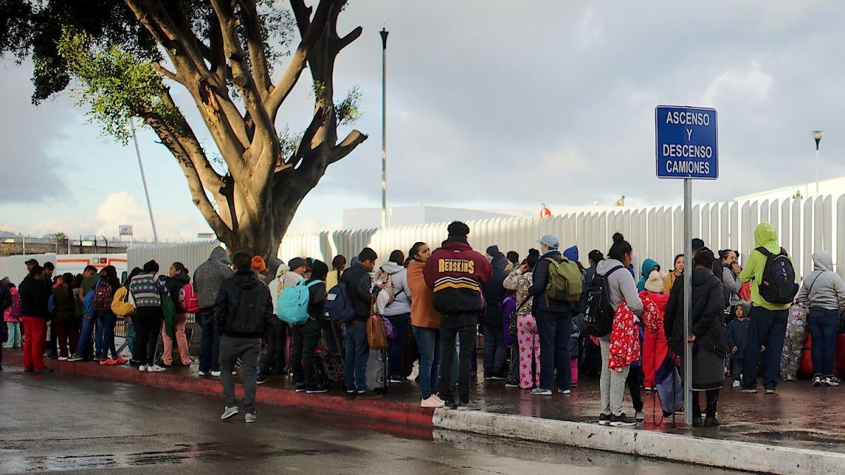 Los migrantes en El Chaparral esperan su turno para pedir asilo en EEUU. / Fotos: Manuel Ocaño..