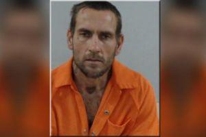No creerás lo que un hombre desnudo empezó a hacer con un perro policía en Florida