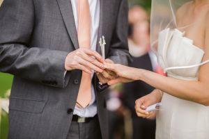 Padre interrumpe la boda de su hija con un anuncio sorprendente