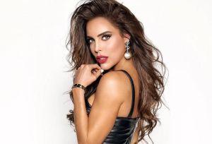 En body negro, Sara Corrales luce un impactante bronceado