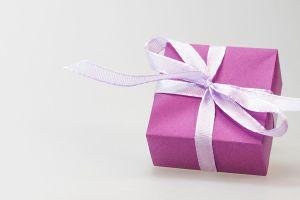 Trabajador canadiense se queja del regalo navideño que le dio su empresa, ¡y lo despiden!