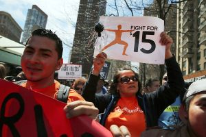 El incremento del salario mínimo queda fuera del plan de estímulo de $1.9 billones