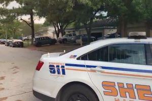 Hispano que trataba de robar tienda de armas es baleado de muerte por el dueño