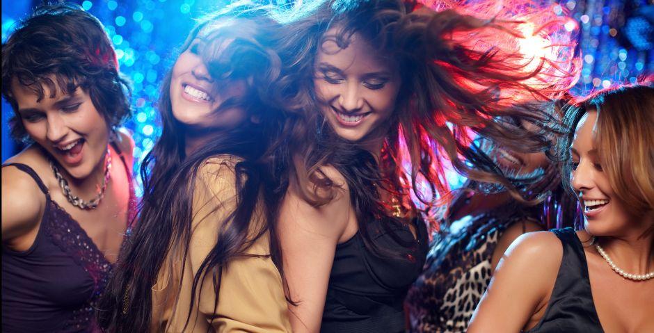5 vestidos sin mangas en tendencia por menos de $25 para ir al night club