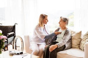 ¿Qué son los cuidados paliativos de alguien que está gravemente enfermo?