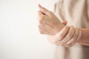 ¿Qué examen debería realizarme luego de una lesión en la muñeca?