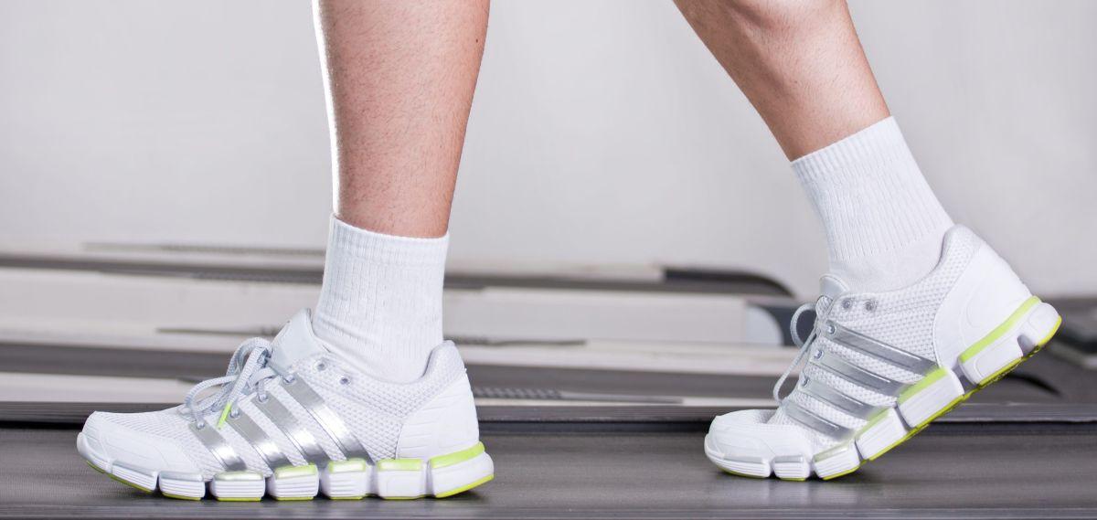 Los 5 mejores estilos de zapatos para hombres que tienen espolones y sufren de dolor de pies
