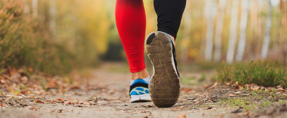 5 estilos de zapatos con plantilla de memory foam para dar comodidad a personas con pie plano