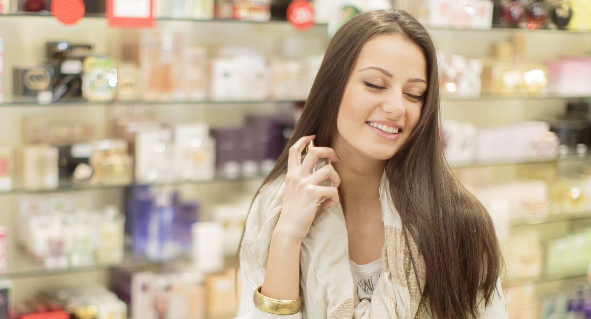 Los 5 perfumes de mujer más vendidos y con más de mil reviews en Amazon