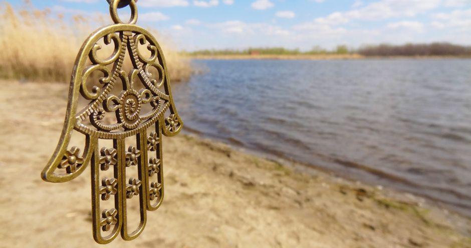 4 colgantes con manos de Hamsa para proteger tu casa por menos de $20