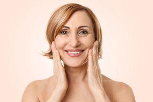 ¿Cómo rejuvenecer el rostro a través de un tratamiento que utiliza tu propia sangre?