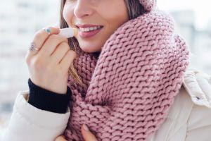 Aprende a preparar tu propio protector labial casero