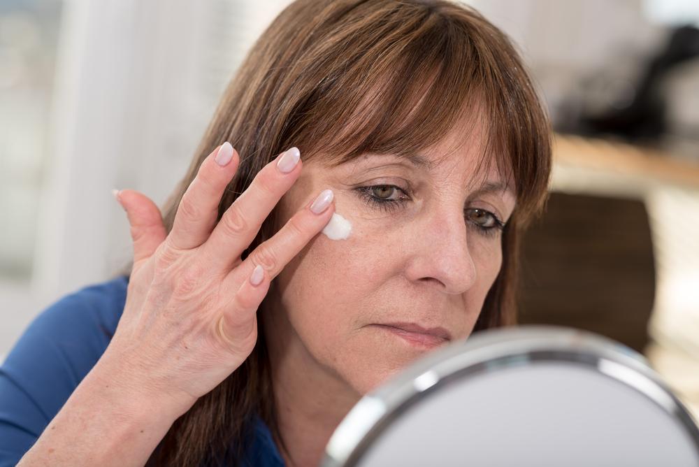 Las 3 mejores cremas de contorno de ojos para mujeres de 40 años o más