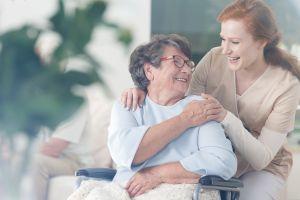 ¿Por qué las personas millonarias viven más años?