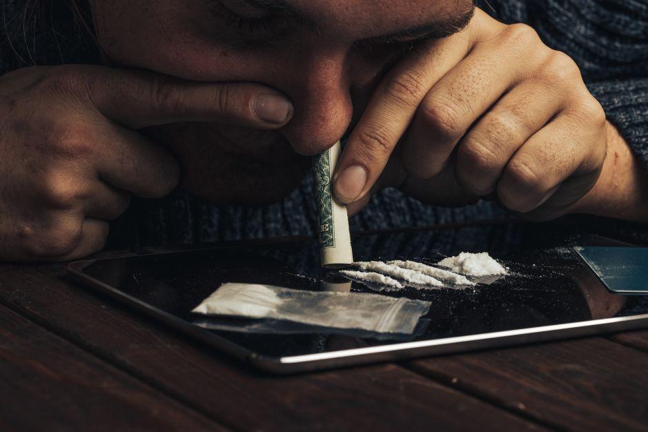 ¿Qué efectos produce la cocaína en el cerebro y por qué es tan adictiva?