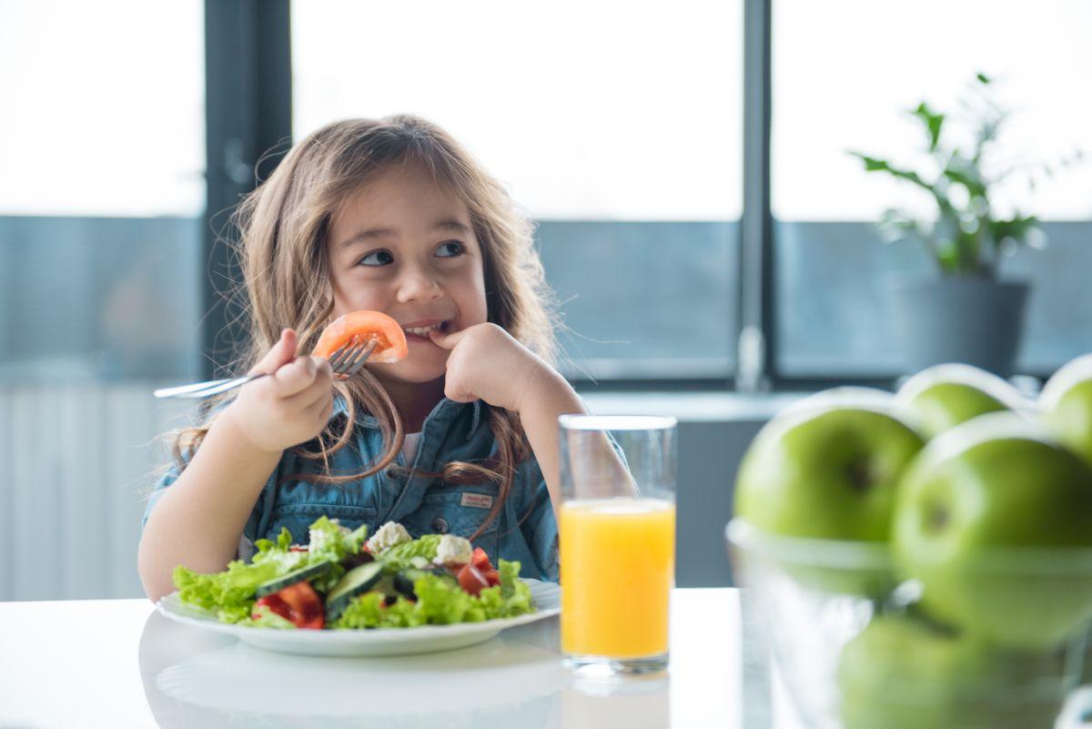 Le piden que cambie la comida que le da a su hija para llevar a la escuela