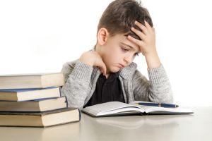 ¿Cuáles son los síntomas y causas de la dislexia?
