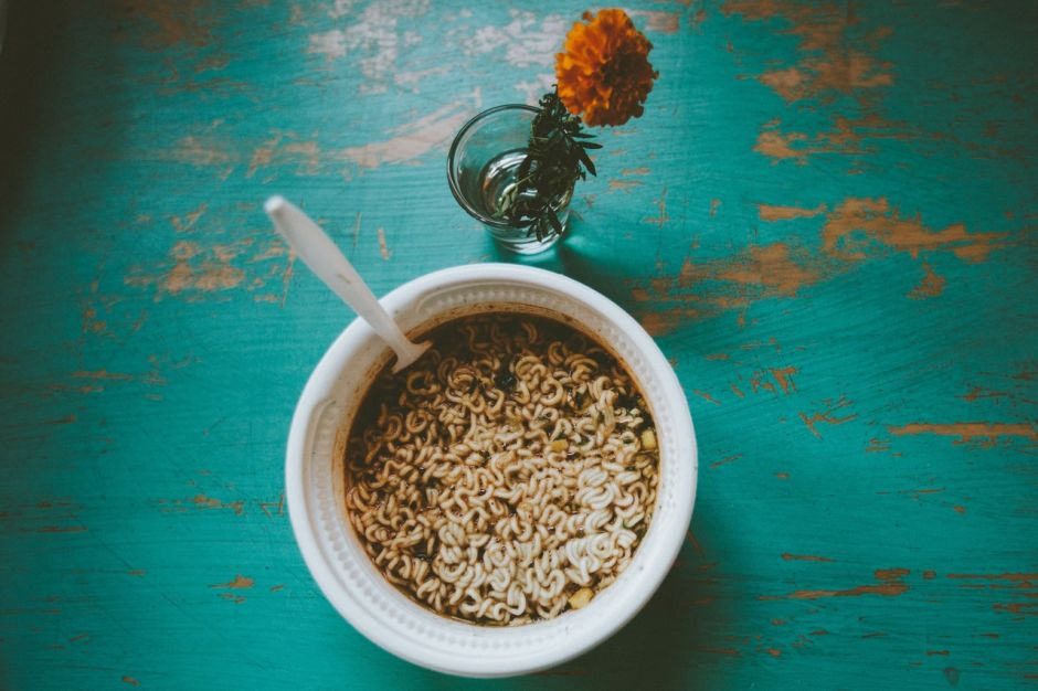 De qué están hechas las sopas instantáneas y cómo te pueden afectar la salud