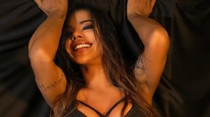 Los candentes videos de Suzy Cortez mostrando la retaguardia en diminuta tanga