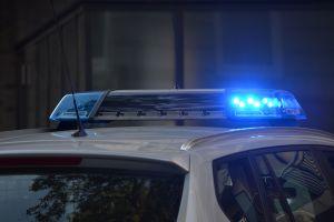Robo a mano armada en Pomona: hieren de bala a una madre y a su hijo