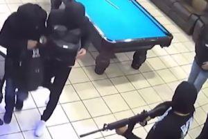 Video: Sospechosos armados y hablando español aterrorizan empleados y clientes de un restaurante