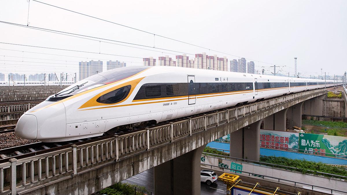 En la imagen, uno de los trenes bala que comúnmente se pueden ver en el país asiático.