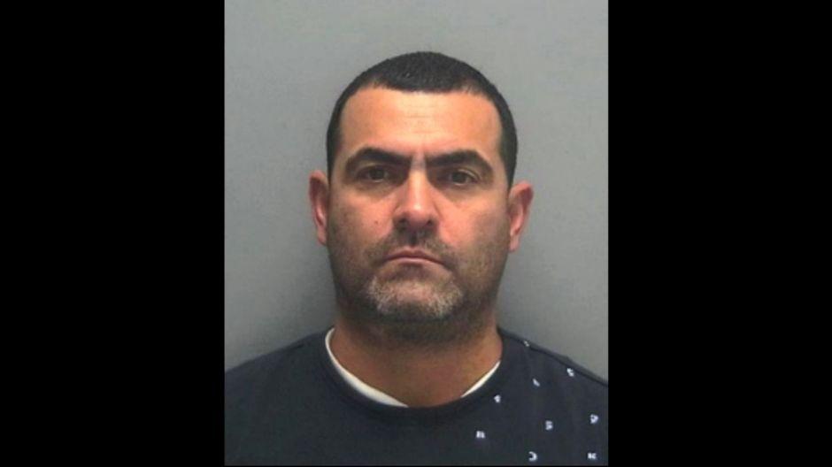 """Sentencian a un """"pollero"""" que contrabandeaba beisbolistas de Cuba a las Grandes Ligas de EEUU"""