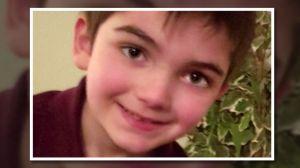 """Madre de niño autista muerto recuperó custodia de sus hermanitos; padre policía se declaró """"no culpable"""""""