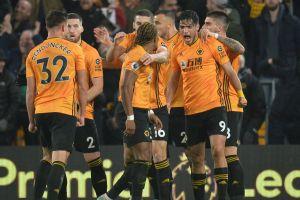 Wolves y Jiménez ante el Mánchester United