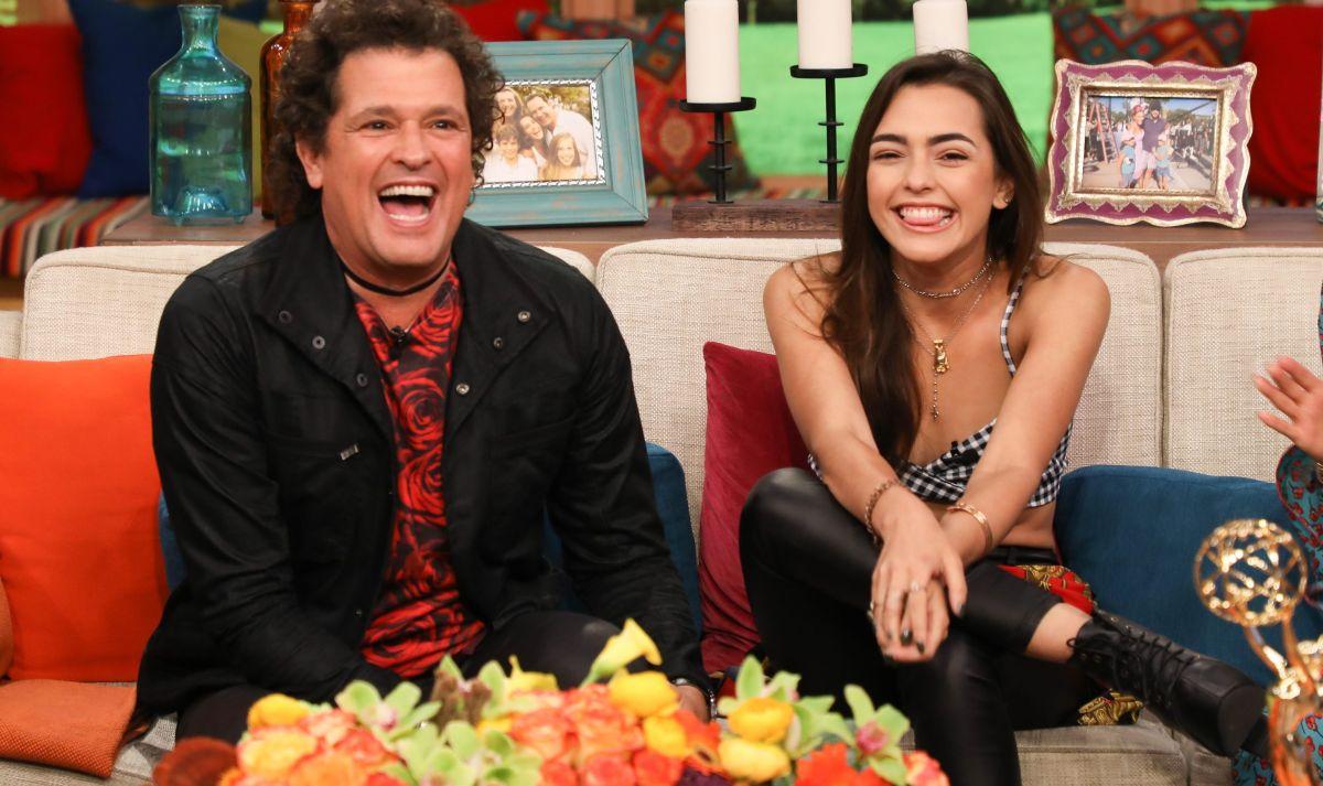 Carlos Vives junto a su hija, la modelo Lucy Vives.