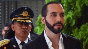 """El Salvador busca salida pacífica a la crisis institucional tras el """"intento de golpe"""" del presidente Nayib Bukele por el tema de pandillas"""