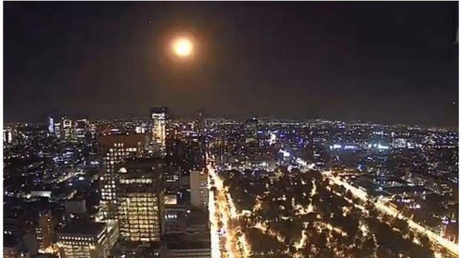 """Meteorito en México: una """"inmensa bola de fuego"""" recorre el cielo de CDMX y se ve desde otros estados"""