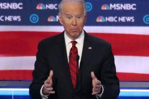 Las protestas contra Biden y los feroces ataques contra Bloomberg en el debate más agitado del Partido Demócrata