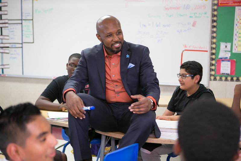 Micah Ali es candidato al Distrito Escolar de Compton.