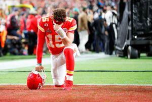 VIRAL: Aficionado se queda dormido en el estadio durante el Super Bowl y es exhibido en redes